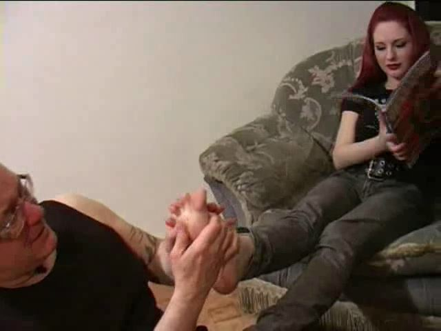 ANGELA RYAN, SLAVE MONKEYBOY In Scene: SPOILED BRAT�S FOOTBOY - TOES2NOSE - SD/480p/MP4