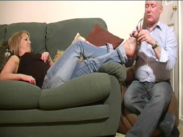 MISS KEELEY, SLAVE MONKEYBOY In Scene: SMELLY FEET MASSAGE - TOES2NOSE - SD/480p/MP4