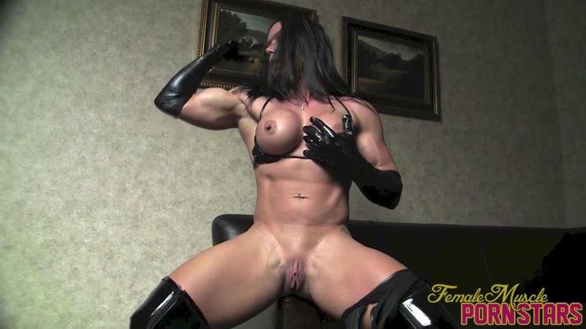 Bella In Scene: Back In Black - FEMALEMUSCLEPORNSTARS / FEMALEMUSCLENETWORK - SD/480p/MP4