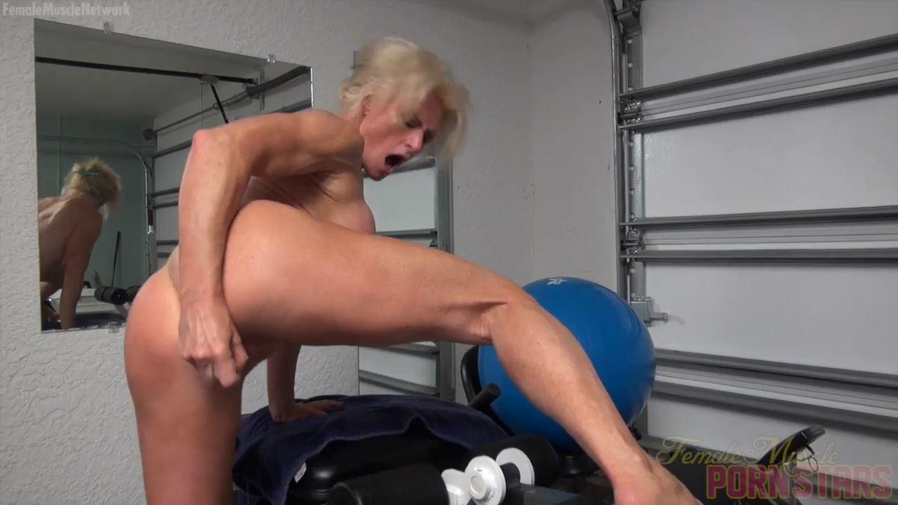 Mandy Foxx In Scene: Furious Self Fucking - FEMALEMUSCLEPORNSTARS / FEMALEMUSCLENETWORK - HD/720p/MP4