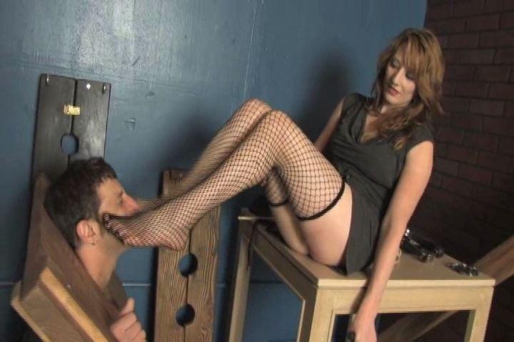 Mistress Amber In Scene: Amber has her slave locked in heavy stocks - VIOLENTCHICKS - SD/480p/MP4