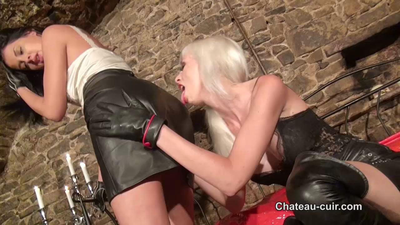 Alexa Wild, Coco de mal In Scene: Sensual leather lovers - CHATEAU-CIUR - HD/720p/MP4