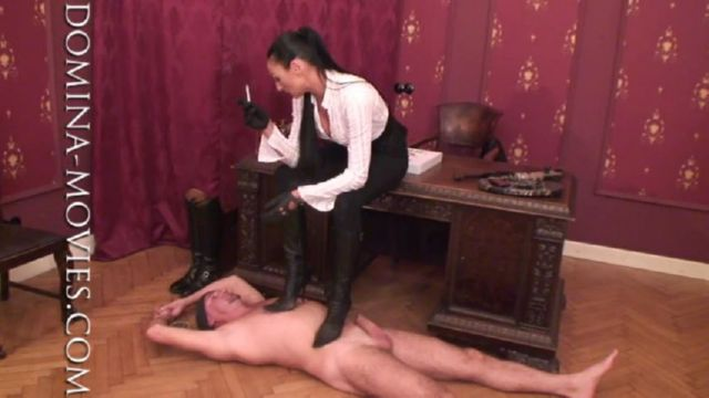 Madame Catarina In Scene: TRAMPLING THE PIZZA BOY - DOMINA-MOVIES - SD/480p/MP4