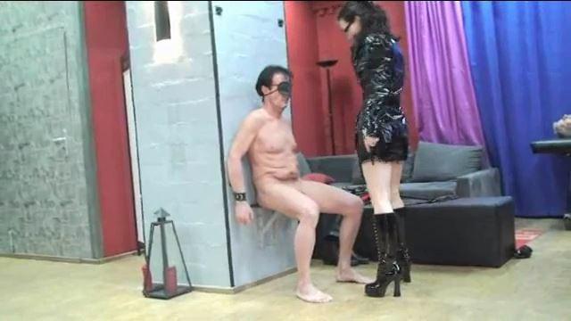 Annika Bond In Scene: Anal stretching for the slave - ERONITE-FEMDOM - LQ/360p/MP4