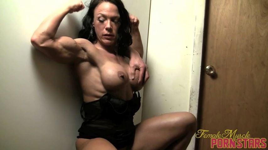 Bella In Scene: Off The Wall - FEMALEMUSCLEPORNSTARS / FEMALEMUSCLENETWORK - SD/480p/MP4