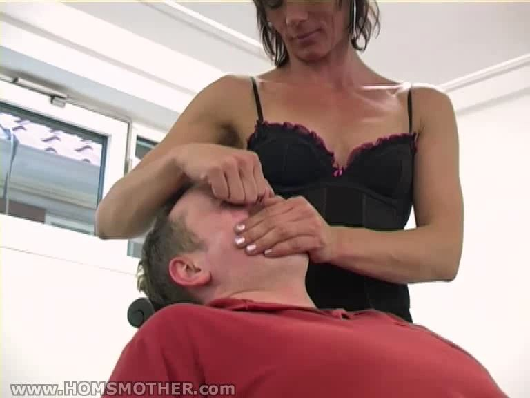 Mature dominatrix Alice In Scene: Mature smother dominatrix - HOMSMOTHER - SD/576p/MP4