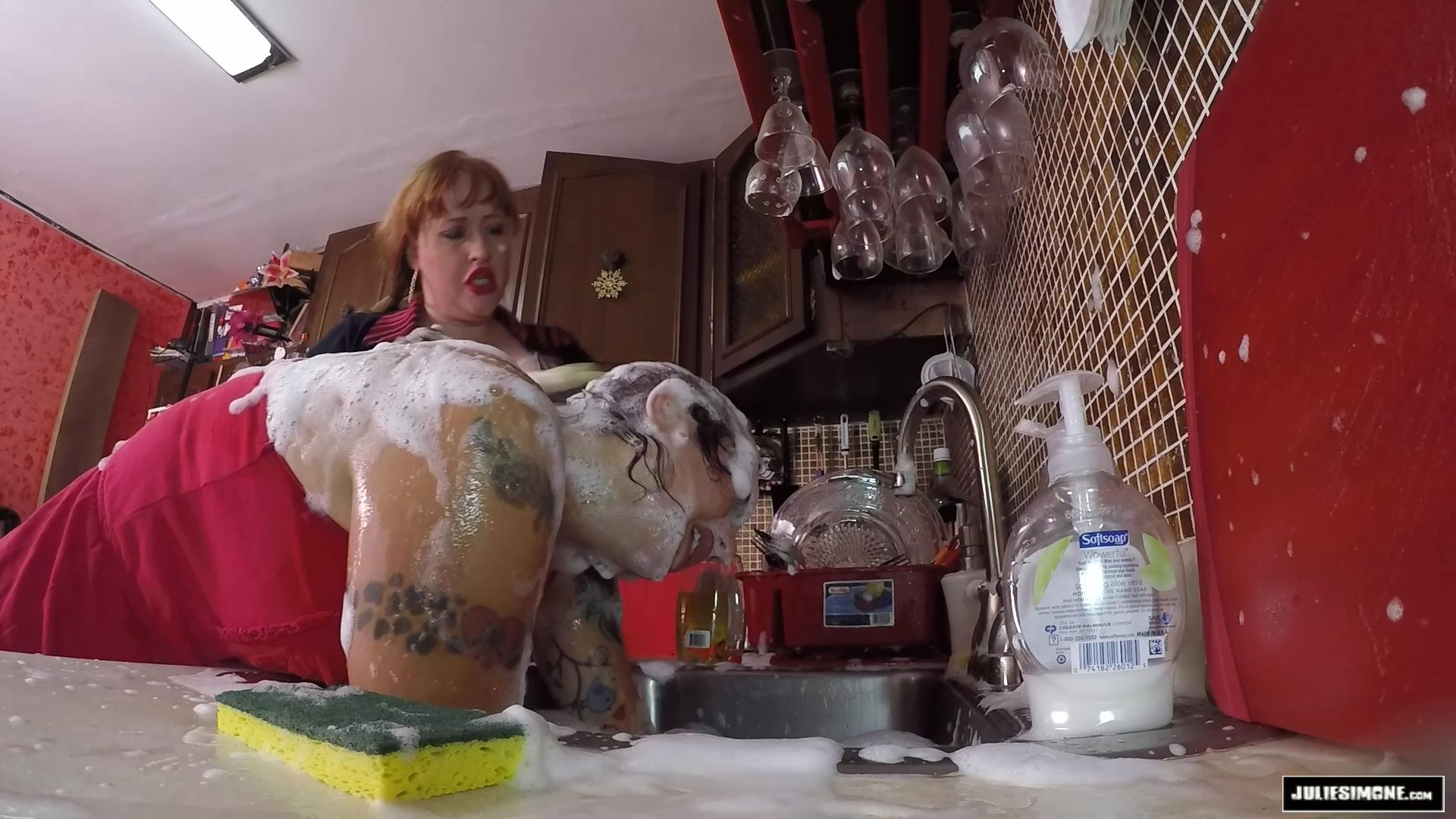 Nikki Sebastian, Julie Simone In Scene: Nikki Extreme Hair Washing - JULIESIMONE - FULL HD/1080p/MP4