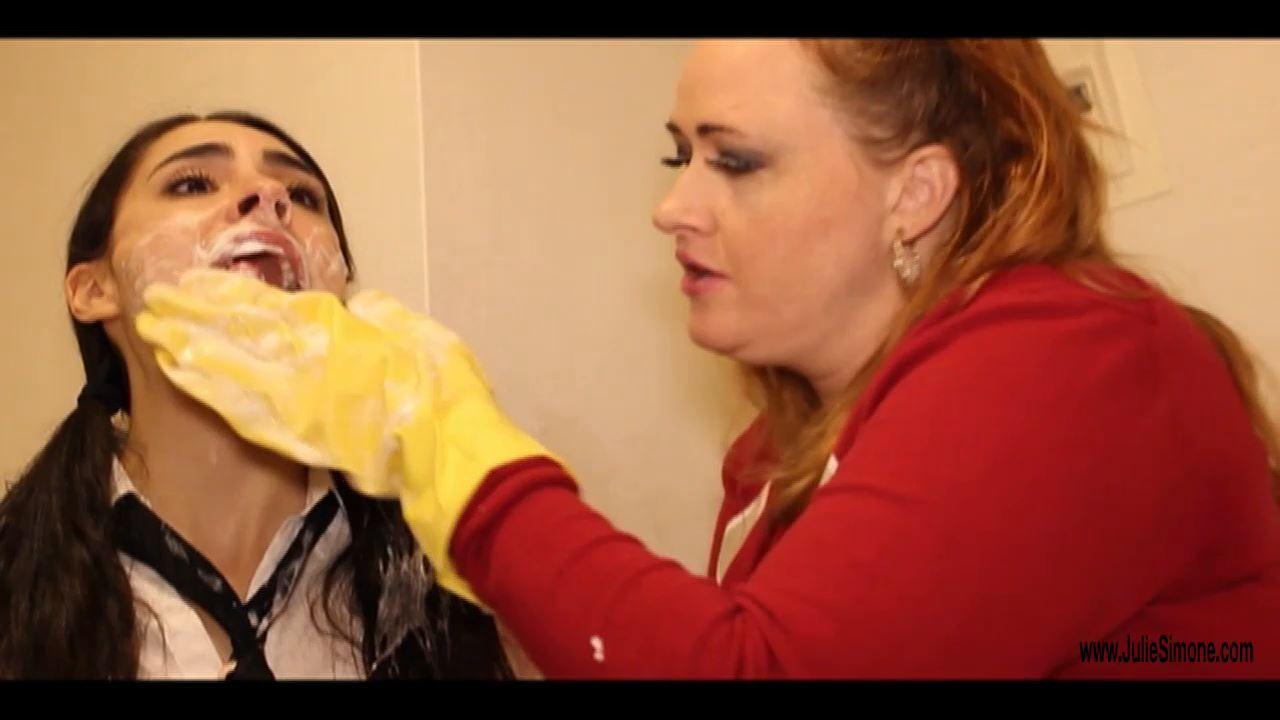 Lori Adorable, Julie Simone In Scene: Mouthsoaping Lori - JULIESIMONE - HD/720p/MP4