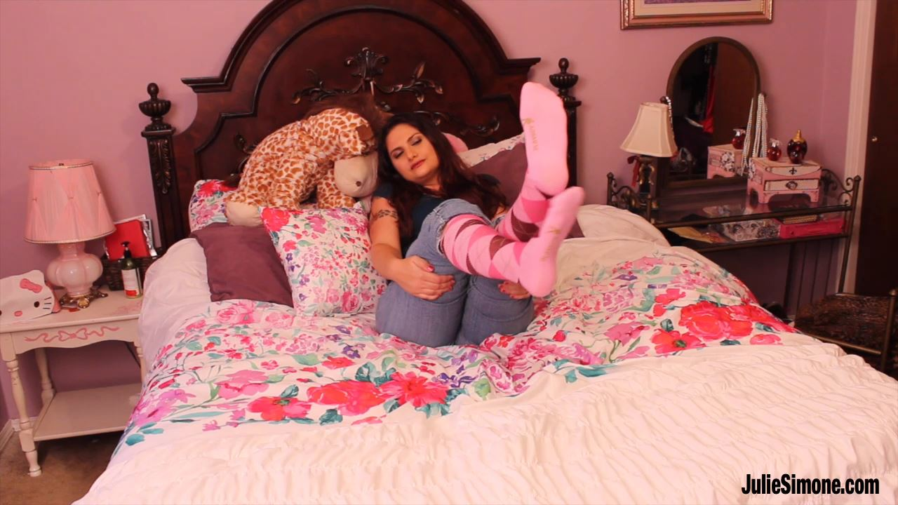 Nikki Sebastian In Scene: Nikki Pink Argyle Socks - JULIESIMONE - HD/720p/MP4