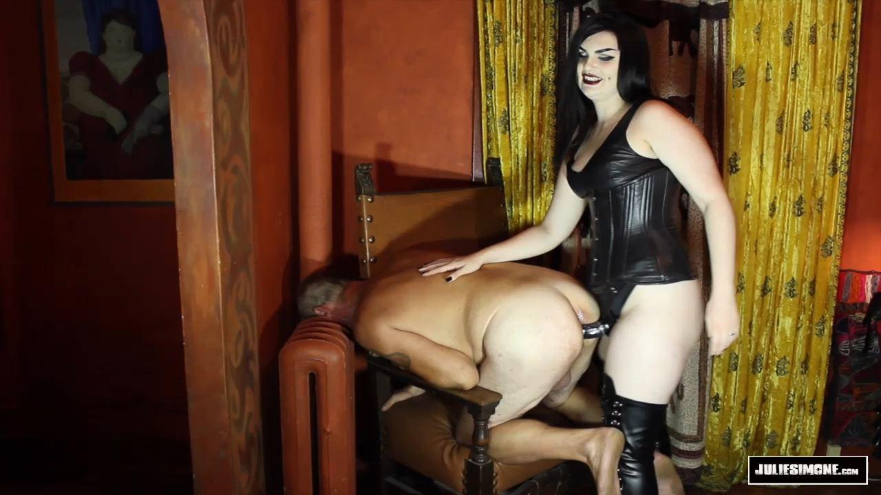 Quinn Helix In Scene: Leather Mistress Ass Fuck - JULIESIMONE - HD/720p/MP4