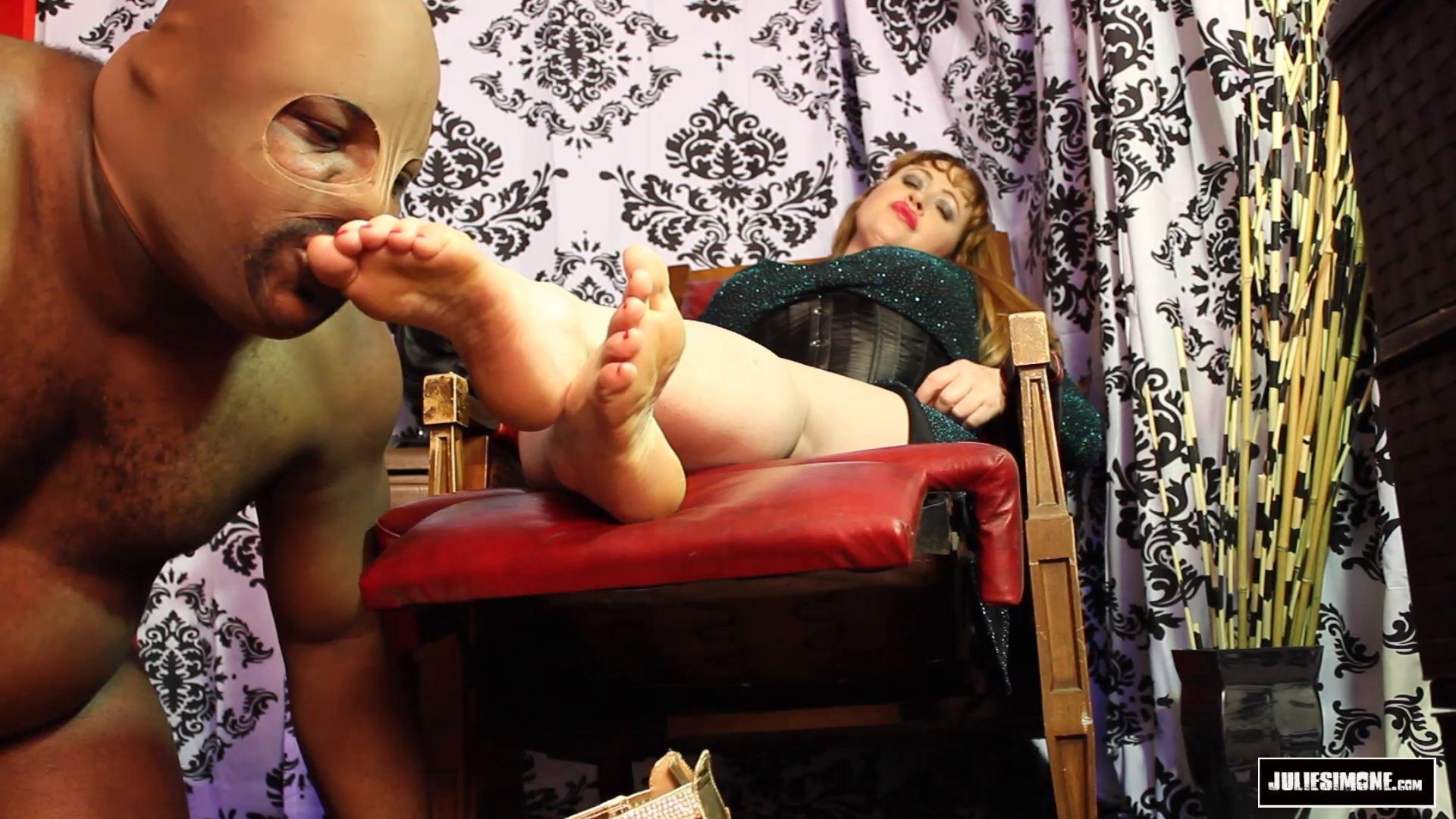 Julie Simone In Scene: Foot Worship Reward - JULIESIMONE - FULL HD/1080p/MP4