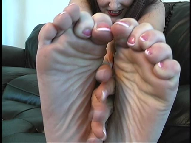Mistress Madeline In Scene: Car Feet - MADELINEISWICKED - SD/480p/MP4