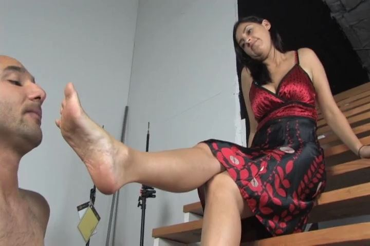 Mistress Amelia In Scene: Beautiful Amelia allows her needy sub to worship her perfect feet - VIOLENTCHICKS - SD/480p/MP4