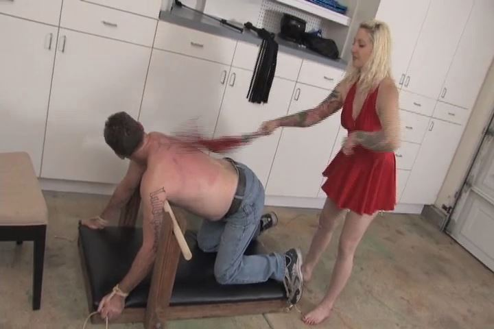 Mistress Olivia In Scene: Olivia is so disgusted with her slave's poor efforts at licking her feet - VIOLENTCHICKS - SD/480p/MP4