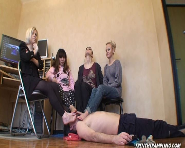 Barefeet licking - FRENCHTRAMPLING - SD/576p/MP4