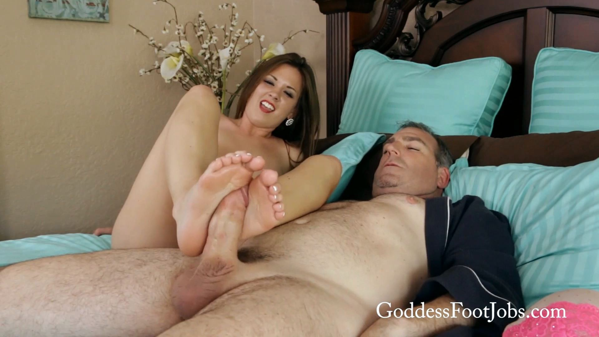 Alice Lighthouse In Scene: Bedtime Footjob - GODDESSFOOTJOBS - FULL HD/1080p/MP4