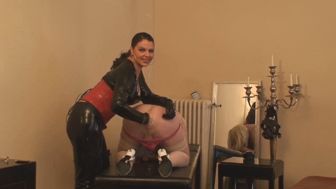 Lady Asmodena In Scene: Fat Fist 3 - STRAPON-GODDESS - HD/720p/MP4