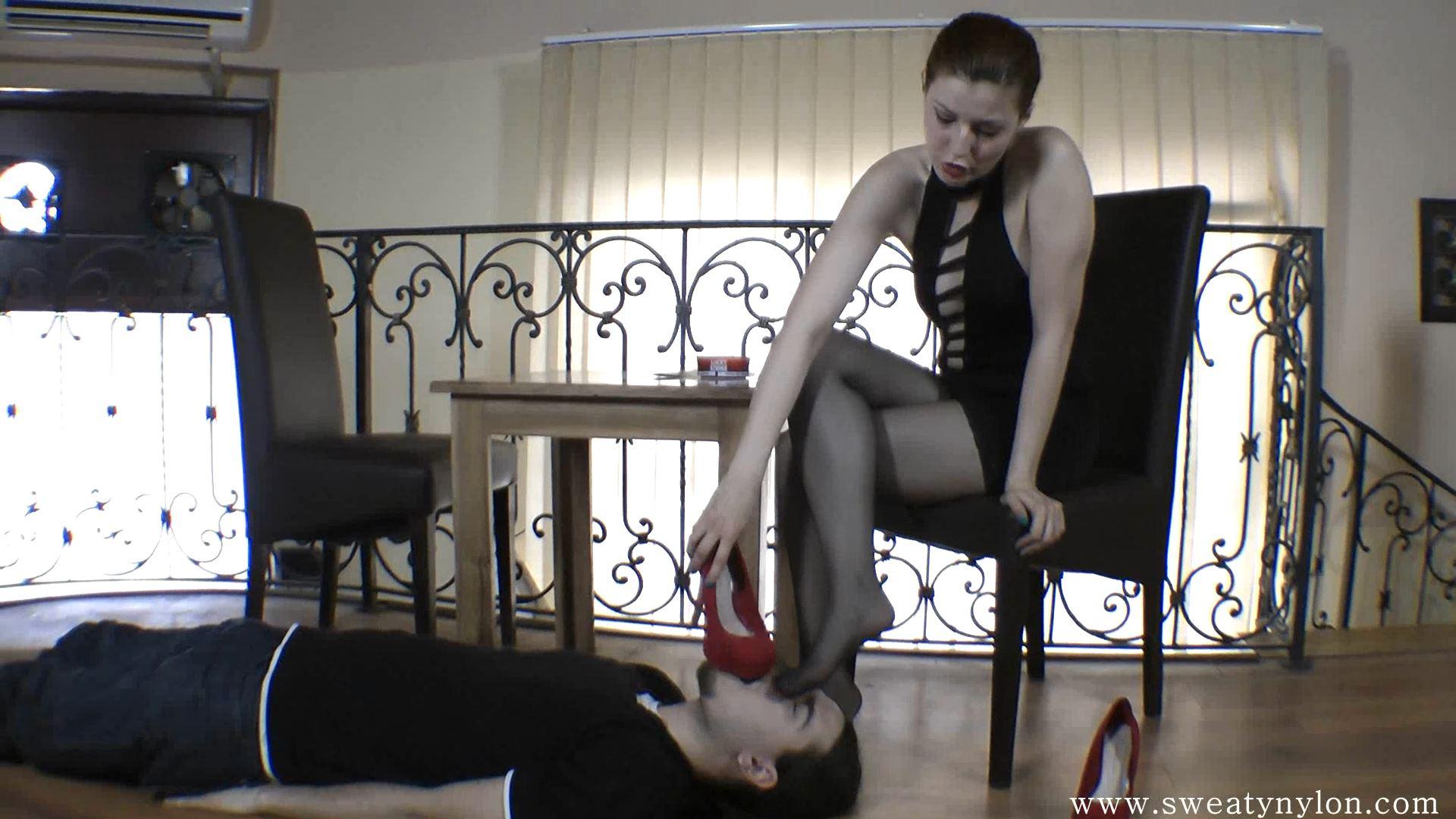 Goddess Victoria In Scene: Hot sweaty nylon Part 3 - SWEATREMOVER - FULL HD/1080p/MP4