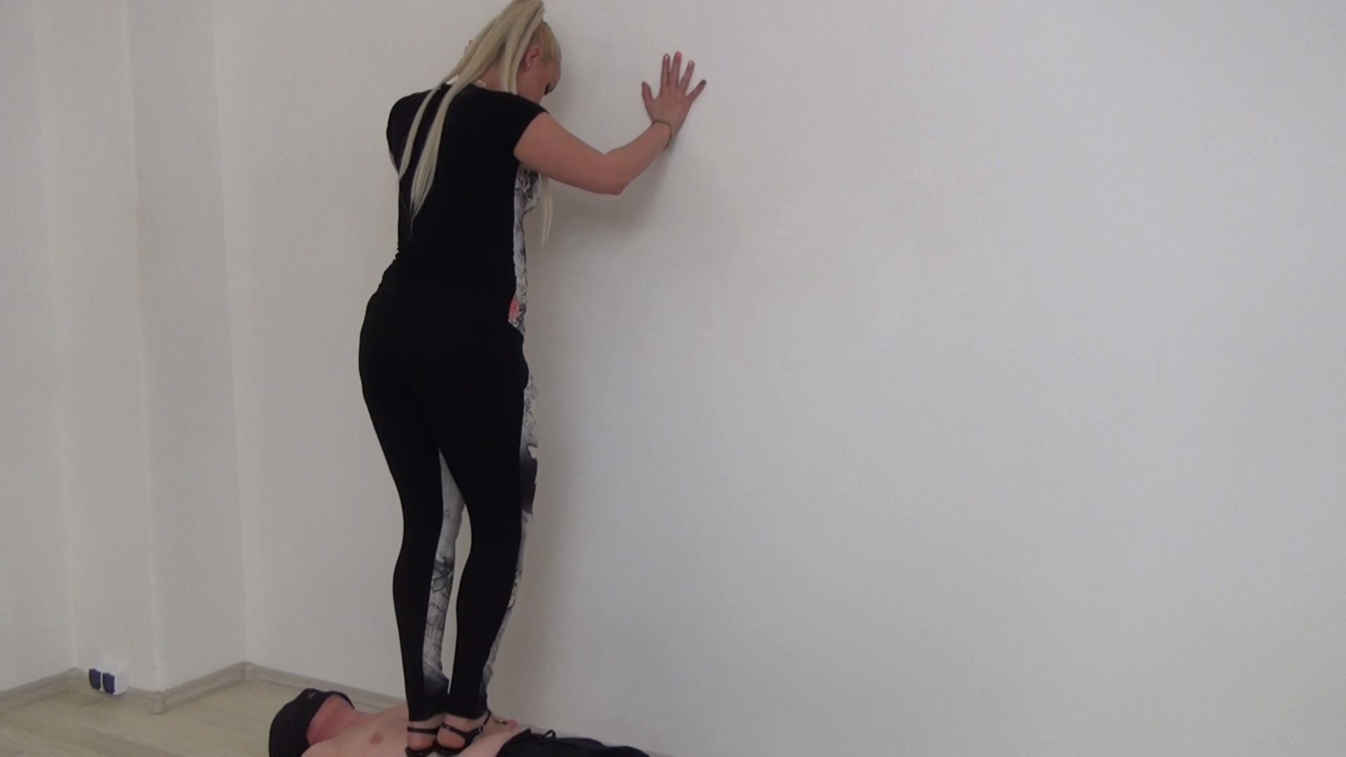 Mistress Clarissa In Scene: Trampling in sandals - ABBIECATFETISH - FULL HD/1080p/MP4