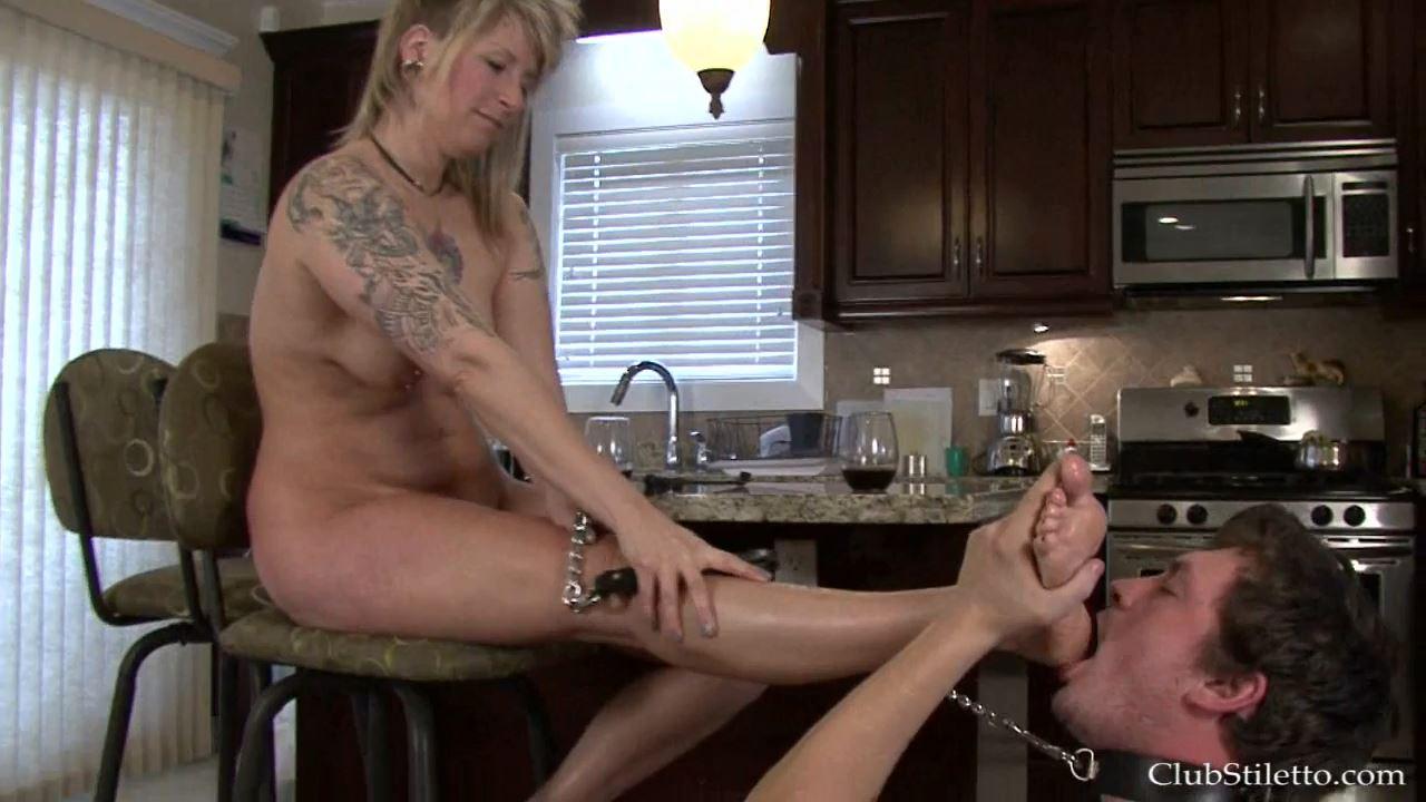 Mistress Paige In Scene: Aunt Paige's Visit, clean MY Sweaty Feet Kenny - CLUBSTILETTO - HD/720p/MP4