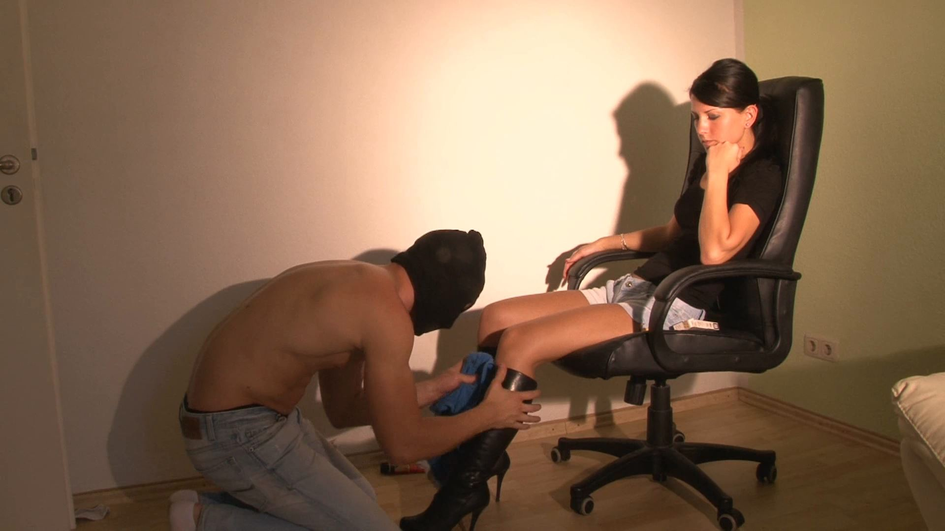 Mistress Chanel In Scene: Boots Cleaner - CLIPS4SALE / CRUSH PASSION - FULL HD/1080p/MP4