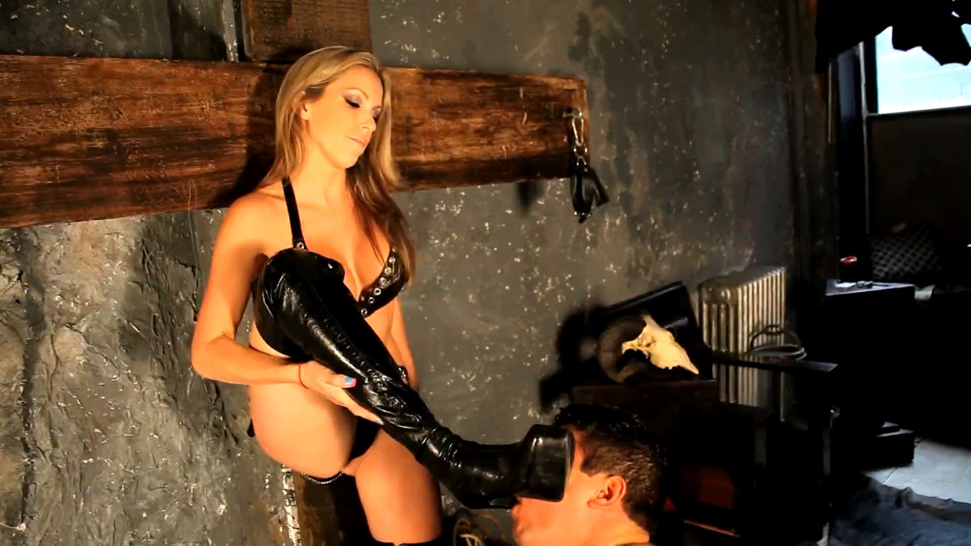 Mistress Courtney In Scene: Ready To Be My Slave - DEADLYDOMMES - FULL HD/1080p/MP4