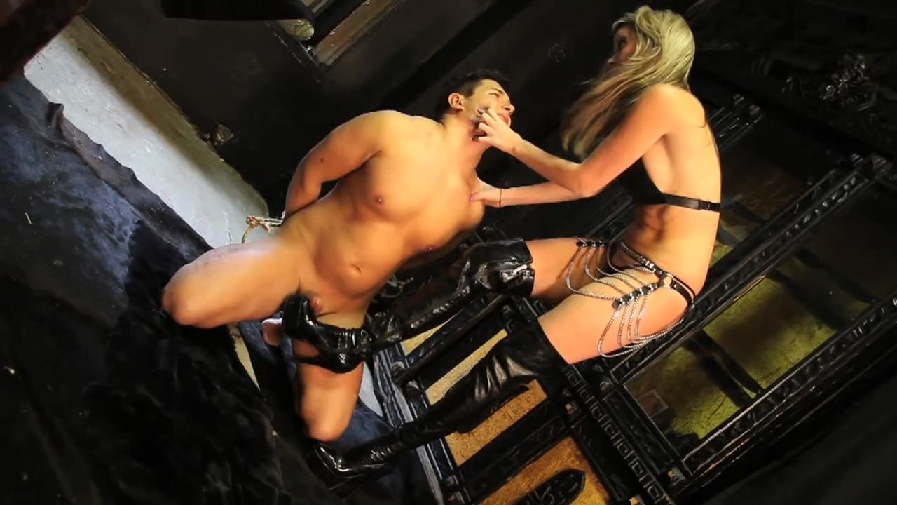 Mistress Courtney In Scene: Loser Bootfuck - DEADLYDOMMES - HD/720p/MP4