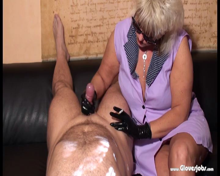 Wanking by smoking Housewife - GLOVESJOBS - SD/576p/MP4