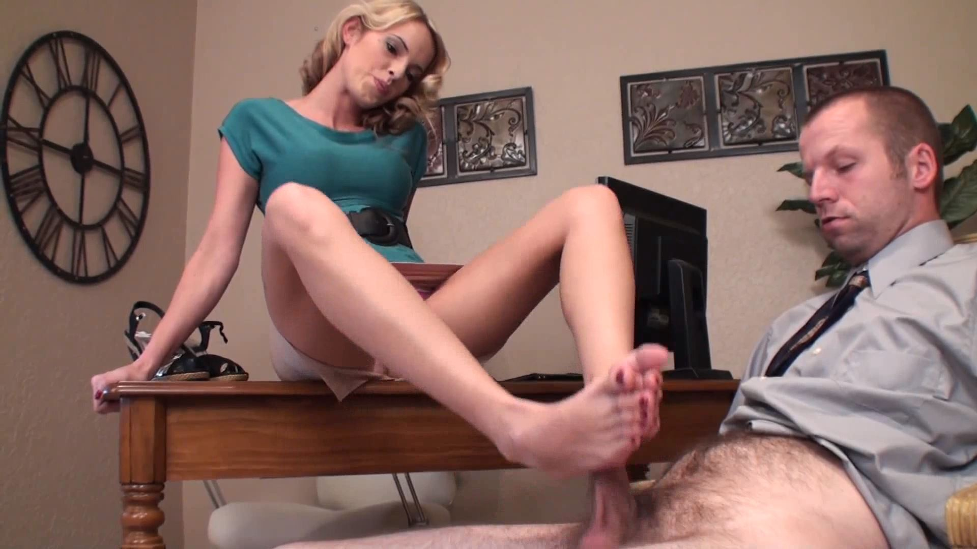 Goddess Violet In Scene: Secretaries Raise - GODDESSFOOTJOBS - FULL HD/1080p/MP4