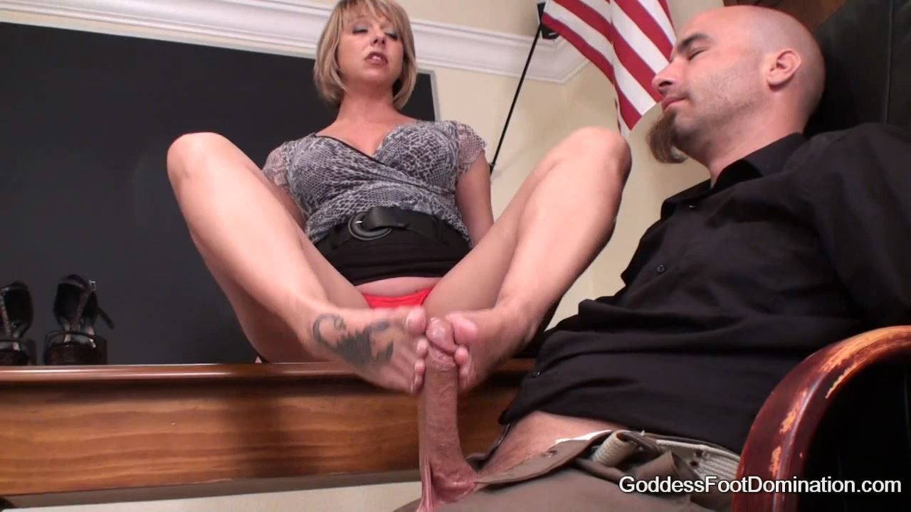 Goddess Brianna In Scene: Graded on a sliding scale - GODDESSFOOTJOBS - HD/720p/MP4