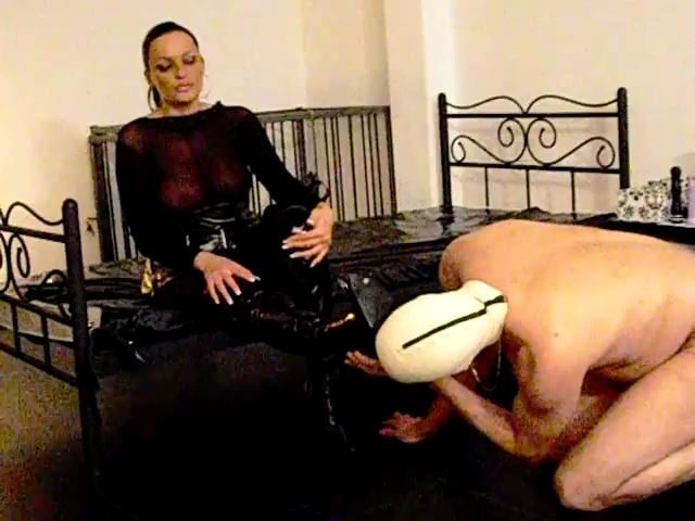 Mistress Lady Latoria In Scene: Instructions to lick boots - CLIPS4SALE / LADY LATORIAS WORLD / HERRIN-LATORIA - SD/480p/MP4