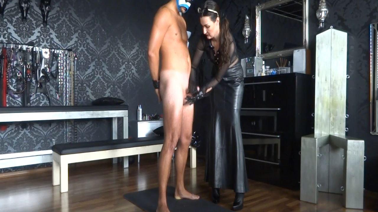 Lady Victoria Valente In Scene: On the cumshot office: Handjob wild cums - CLIPS4SALE / LADYVICTORIAVALENTE - HD/720p/MP4