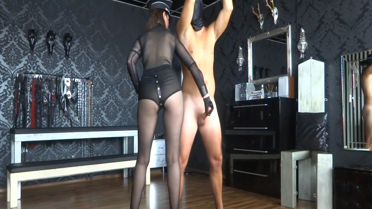 Lady Victoria Valente In Scene: On the cumshot office: Handjob - CLIPS4SALE / LADYVICTORIAVALENTE - HD/720p/MP4