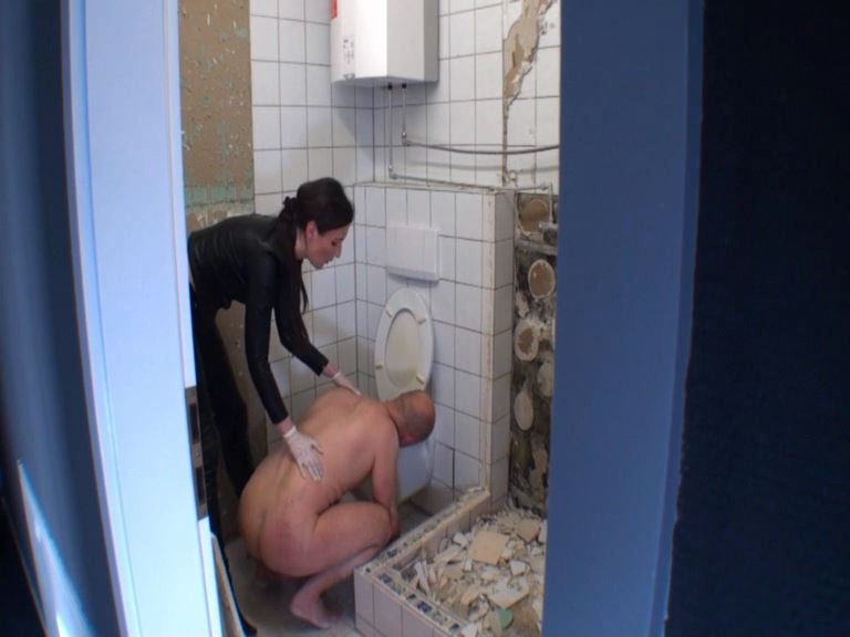 Lady Victoria Valente In Scene: The toilet slave - CLIPS4SALE / LADYVICTORIAVALENTE - SD/576p/MP4
