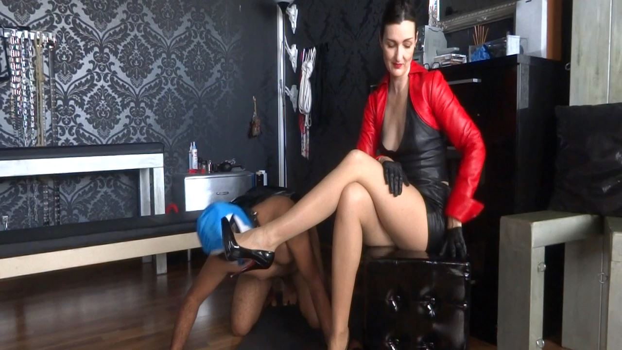 Lady Victoria Valente In Scene: Slave Theo shoe licker Part 3 - CLIPS4SALE / LADYVICTORIAVALENTE - HD/720p/MP4