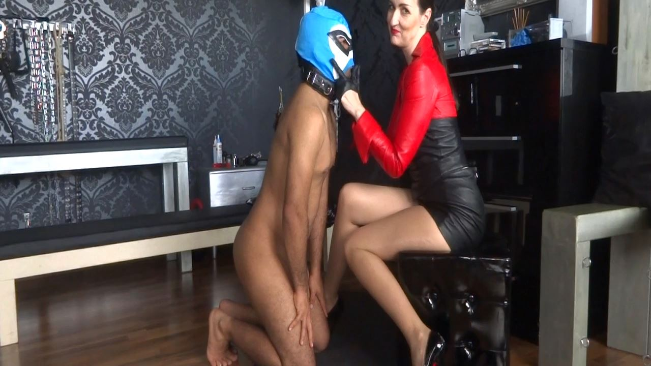 Lady Victoria Valente In Scene: Slave Theo face slapping Part 2 - CLIPS4SALE / LADYVICTORIAVALENTE - HD/720p/MP4