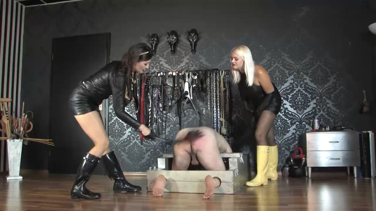 Lady Victoria Valente In Scene: Double Domination whipping Hunter boots - CLIPS4SALE / LADYVICTORIAVALENTE - HD/720p/MP4