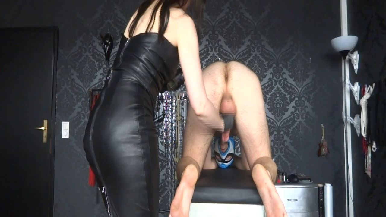 Lady Victoria Valente In Scene: Extreme sprayer Paul splashes off again - CLIPS4SALE / LADYVICTORIAVALENTE - HD/720p/MP4