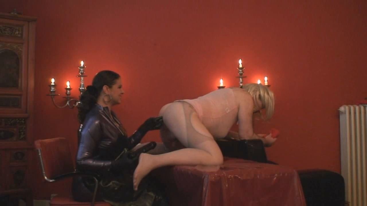 Lady Asmodena In Scene: Mad For Fist 4 - STRAPON-GODDESS - HD/720p/MP4