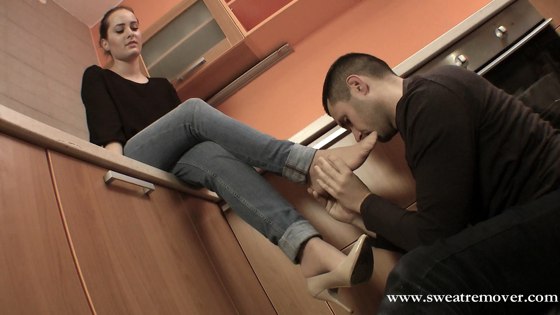 Goddess Victoria In Scene: Pleasant chat with foot licking - SWEATREMOVER - FULL HD/1080p/MP4