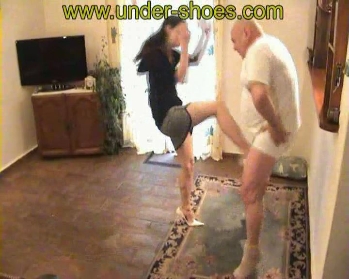 Busting Chriss - UNDER-SHOES - SD/576p/MP4