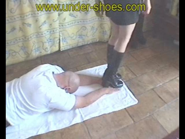 Hand Trample - UNDER-SHOES - SD/480p/MP4
