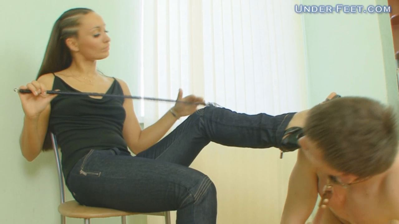 Helga Foot femdom session from 05 of August 2009 - UNDER-FEET - HD/720p/MP4