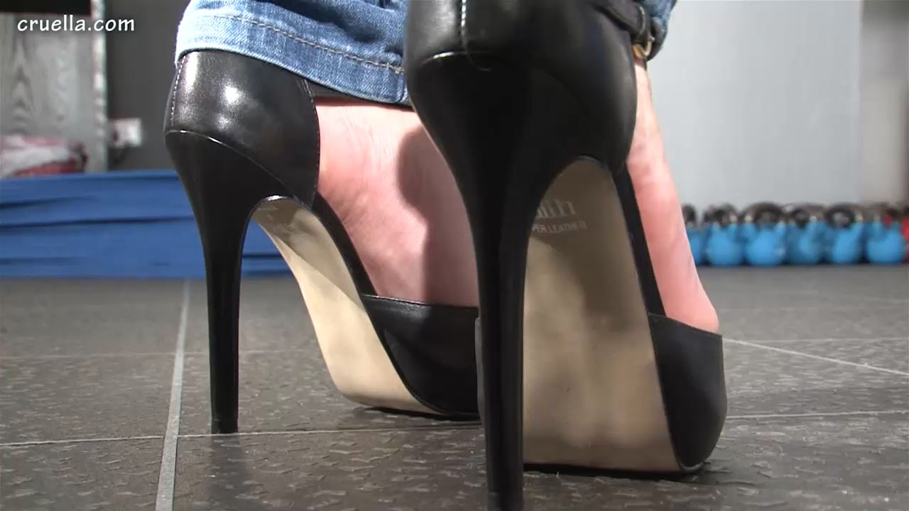 Worship Jos Shoes - FETISH-CLIPS-ELITE / DESIRE-HER / CRUELLa  - HD/720p/MP4