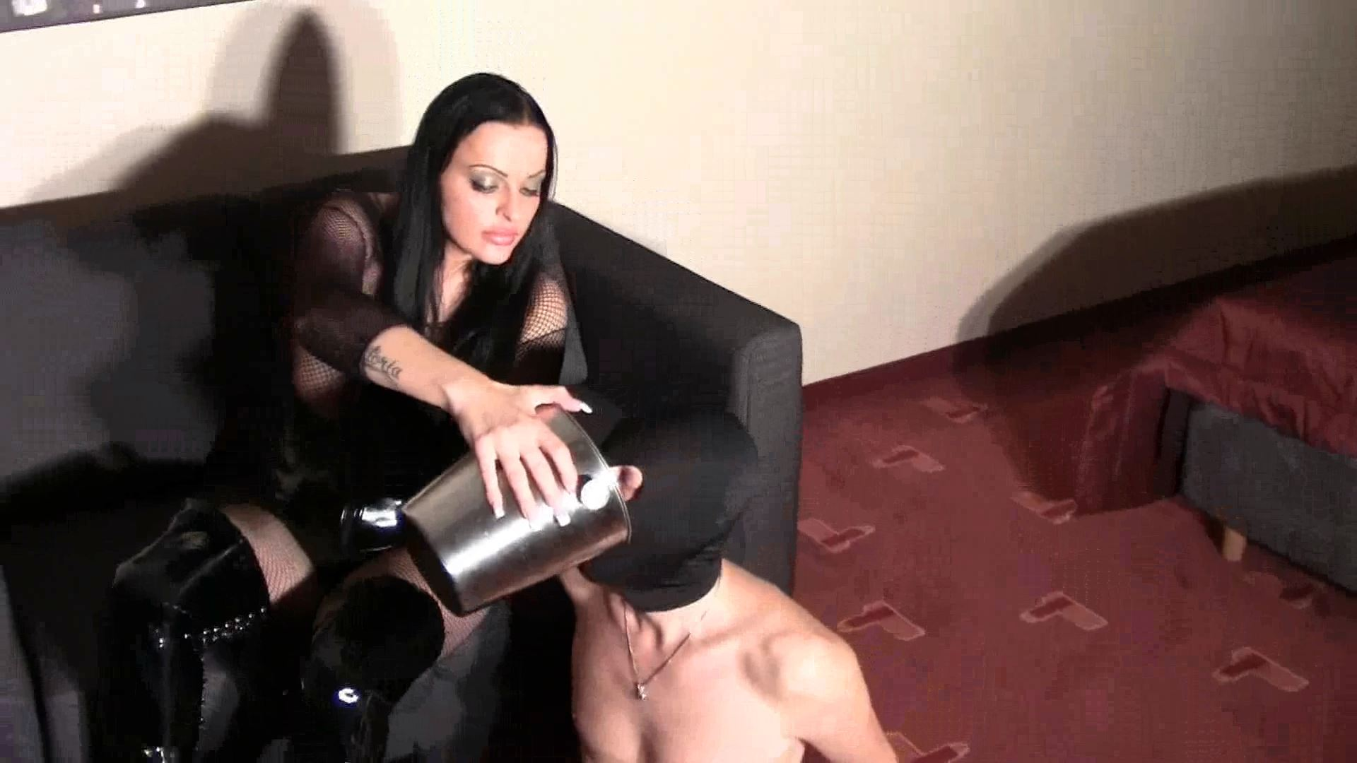 Mistress Lady Latoria In Scene: Piss & Stinky socks - CLIPS4SALE / LADY LATORIAS WORLD / HERRIN-LATORIA - FULL HD/1080p/MP4