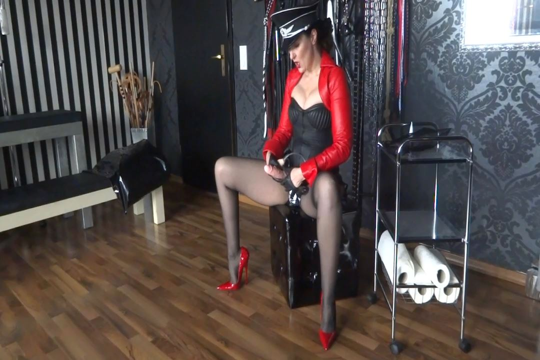 Lady Victoria Valente In Scene: New toys: Strap-On - CLIPS4SALE / LADYVICTORIAVALENTE / REAL GERMAN MISTRESS - HD/720p/MP4