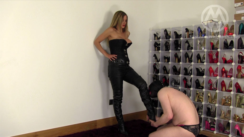 Mistress Nikki Whiplash In Scene: Worship My Sexy Leather - CLIPS4SALE / MISTRESS NIKKI WHIPLASH / MISTRESS WHIPLASH - SD/576p/MP4