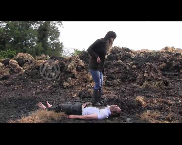 Mistress Nikki Whiplash In Scene: Dungheap Trample - CLIPS4SALE / MISTRESS NIKKI WHIPLASH / MISTRESS WHIPLASH - SD/576p/MP4