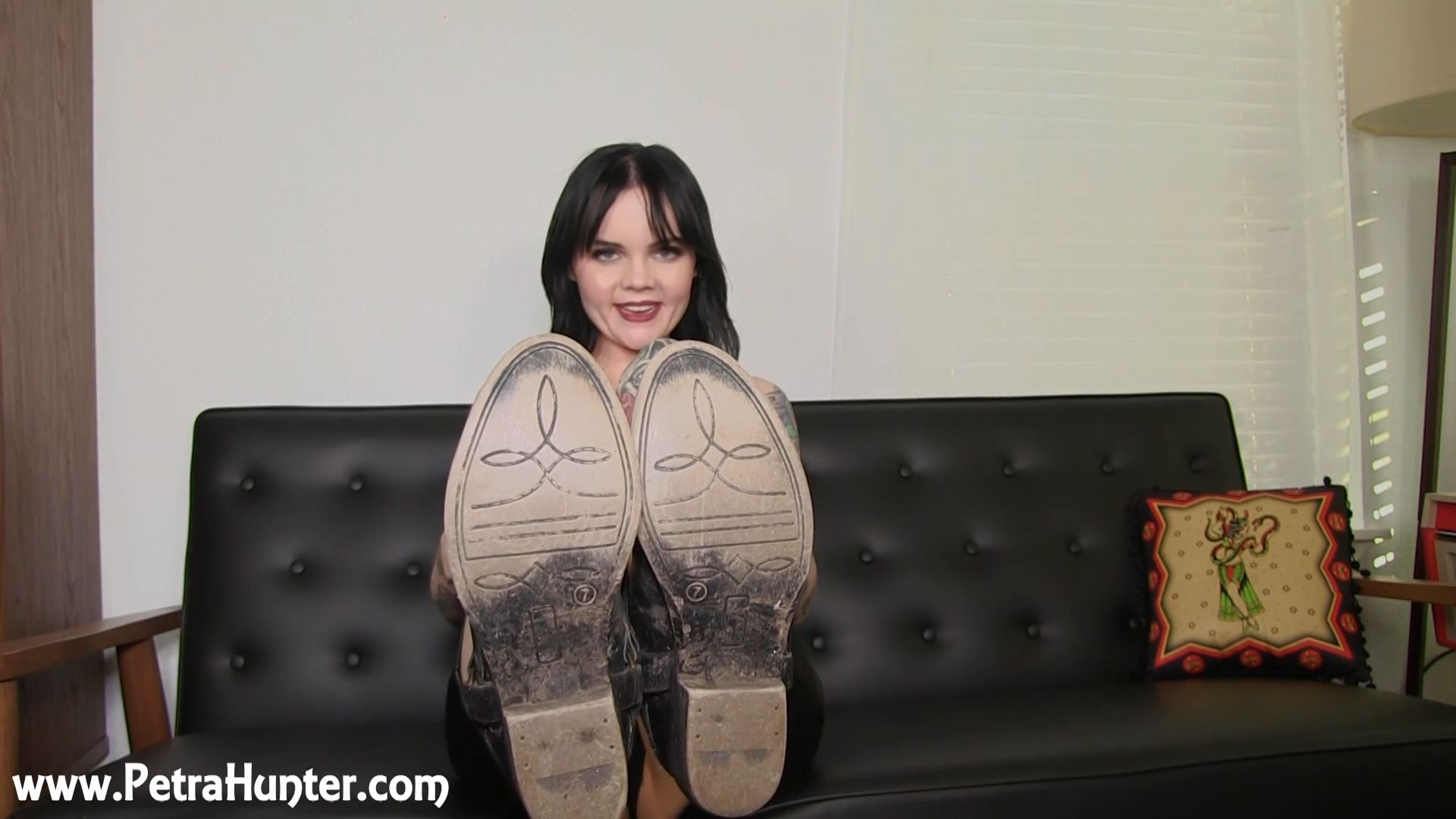 Mistress Petra Hunter In Scene: Thankful for My Dirty Boots - STREAMPETRA - FULL HD/1080p/MP4