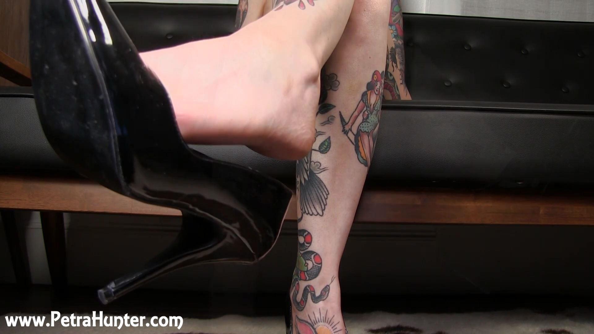 Mistress Petra Hunter In Scene: Dangling My Shiny Heels - STREAMPETRA - FULL HD/1080p/MP4